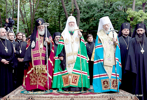 Предстоятелі Руської, Грузинської та Української Православних Церков відправили молебень на Володимирській гірці
